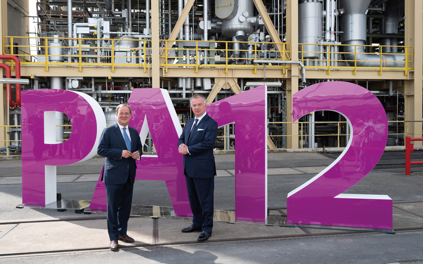 Armin Laschet, Ministerpräsident des Landes NRW, mit Christian Kullmann, Vorstandsvorsitzender Evonik Industries AG (v.l.) (© Evonik Industries AG)