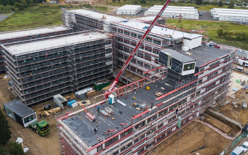 Auf der Baustelle werden die Module innerhalb weniger Tage sauber und leise montiert und in wenigen Wochen zum Gebäude ausgebaut