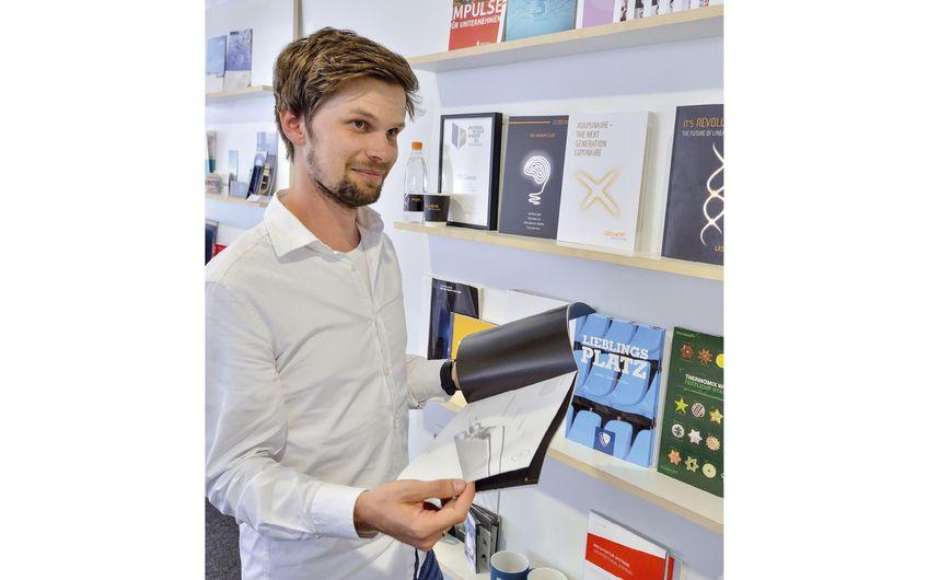 Mitarbeiter Bastian Kress zeigt kreative Referenzen aus dem Hause Beckdesign Foto: © Jan Schmitz