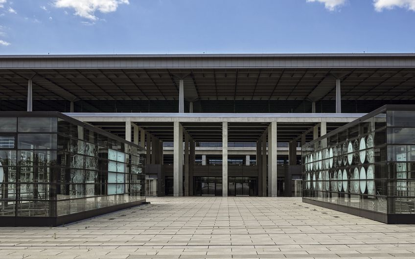 So bitte nicht: Der Berliner Pannen-Flughafen BER (Foto: © spuno – stock.adobe.com)