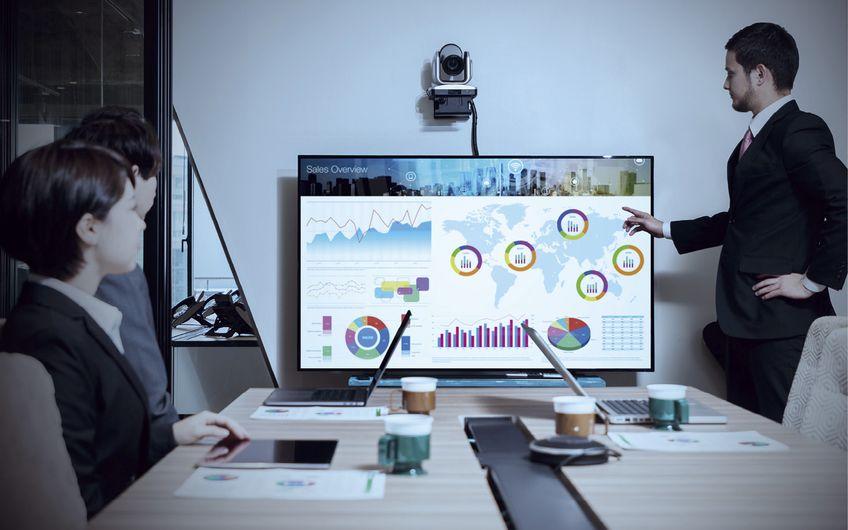 Immer mehr technische Devices spielen zusammen (Foto: © chombosan – stock.adobe.com)