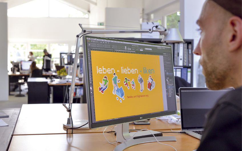 Mitarbeiter Jens Reichelt beim digitalen Gestaltungsprozess Foto: © Jan Schmitz