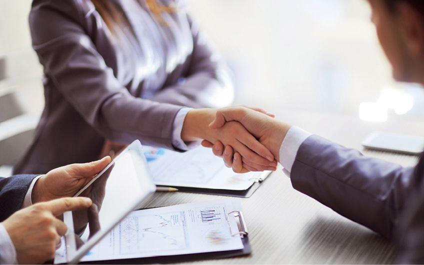 Zusammenschlüsse von zwei oder mehreren Fachanwälten zu größeren Kanzleien liegen im Trend (Foto: © yurolaitsalbert – stock.adobe.com)