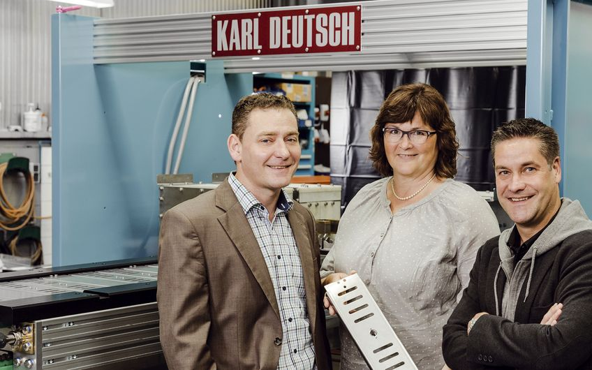 """Karl Deutsch Prüf- und Messgerätebau: """"Wir setzen mit Duesing  Feinblechtechnik auf starke Partner in der Region"""""""