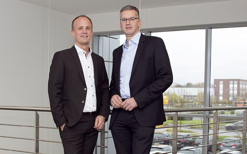 Guido Burchartz, Head of IoT/Industry 4.0 Solutions bei alnamic, mit Thomas Müller, CEO der alnamic AG (v.l.)