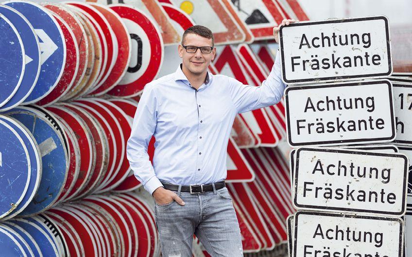 Werner Tellers Straßenbau: Werner Tellers macht den Weg frei
