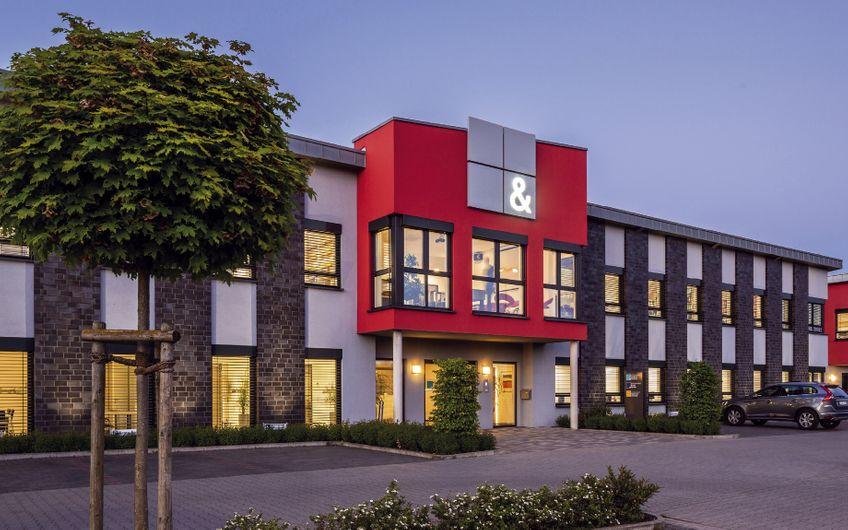 Auffallend gut: Das Gebäude an der Straße nach Xanten ist ein Hingucker (Foto: Gebhard Bücker)