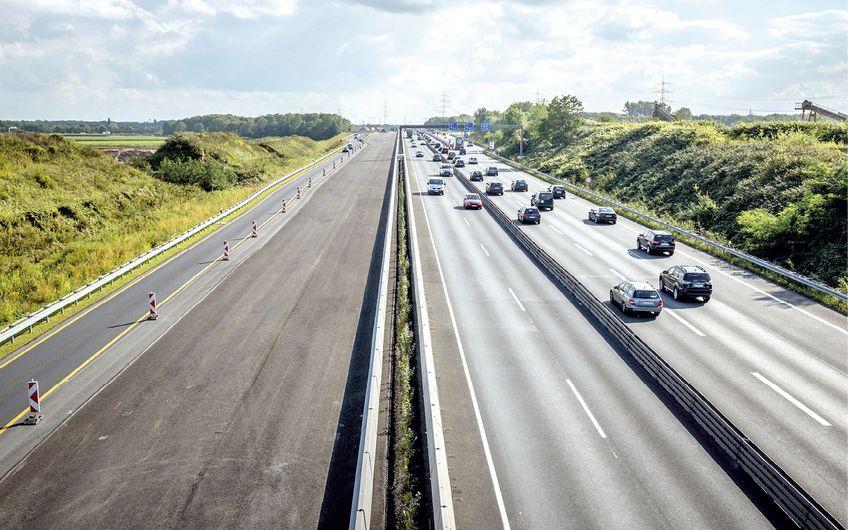 Die A57 bei Kaarst: eine der Hauptschlagadern im deutschen Verkehrsnetz Foto: Eckart Zimmermann