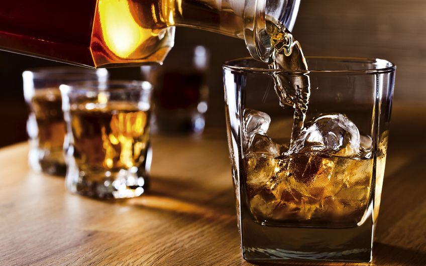 Ein geschmackvolles Investment: Whisky (Foto: © Igor Normann – stock.adobe.com)