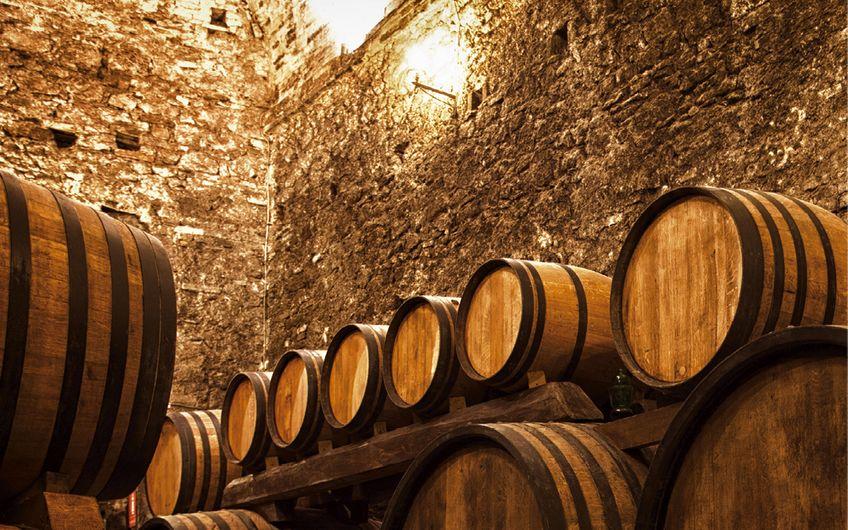 Whisky wird teilweise für Jahrzehnte in Fässern gelagert (Foto: ©Shchipkova Elena – stock.adobe.com)