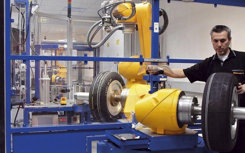 Die Automobilindustrie ist die Branche mit den meisten Industrierobotern (Foto: Staubli / IFR)