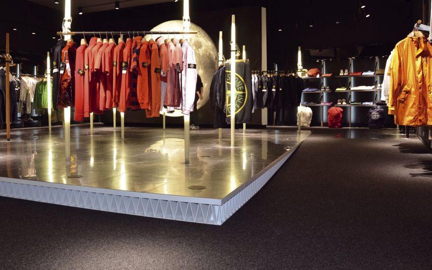 """Beeindruckende Referenz: Bredo hat unter anderem die Stores des Mode-Labels """"Stone Island"""" weltweit ausgestattet."""