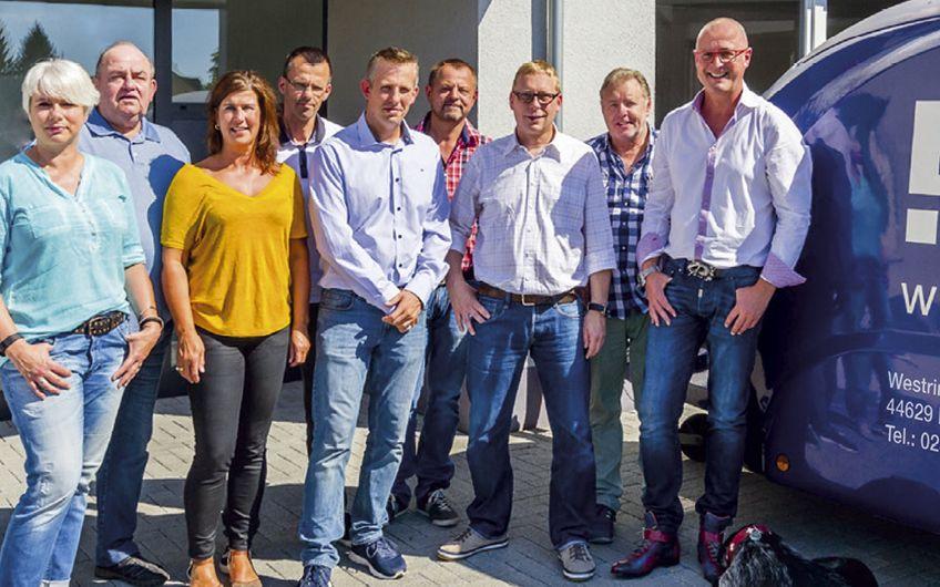 Eberhard Schel mit seinem tatkräftigen Bredo-Team