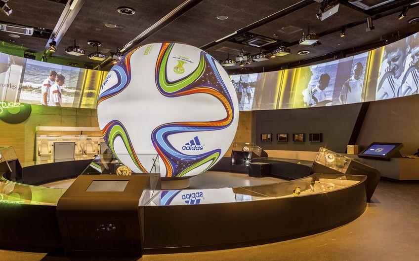 Die Multimedia Ausstattung der SIGMA macht Sportgeschichte im Fußballmuseum Dortmund lebendig