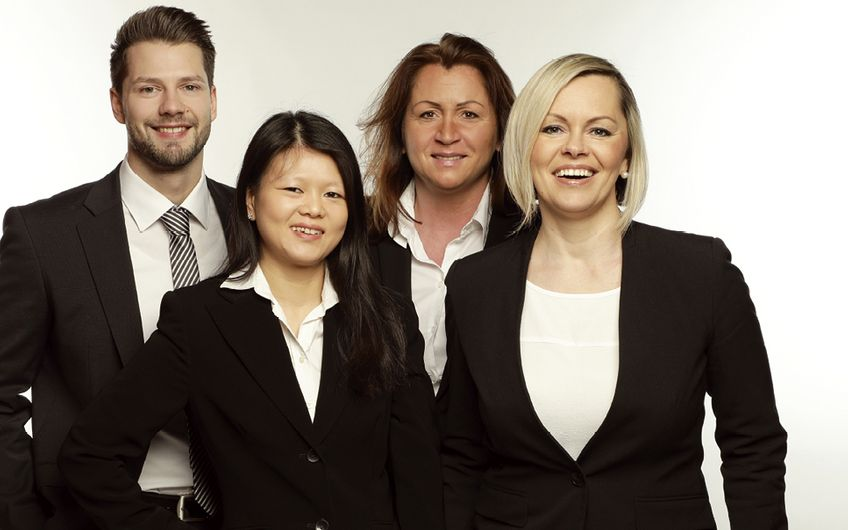 Geballte Beratungskompetenz (v.l.): Marcel Dornheim (Trainee), Yi Yang Yuen (Executive Assistant), Annett Stark (Senior Partner) und Olga Besprosvany (Head Office Management)