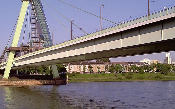 Severinsbrücke: Lack erhöht die Lebensdauer des Bauwerks (Foto: FreiLacke)