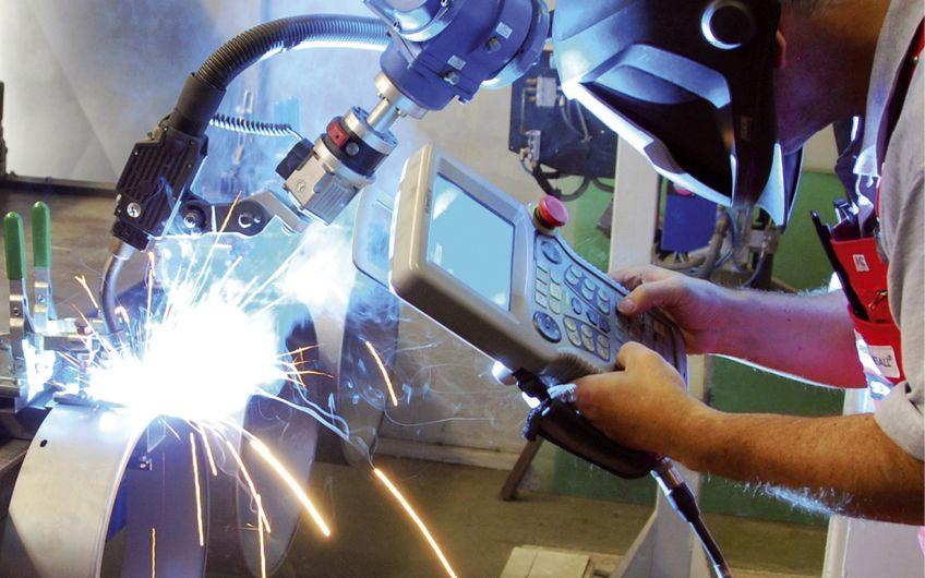 Schweißroboter im Einsatz Foto: ©Jürgen Effner – stock.adobe.com