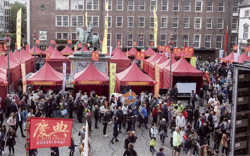 Das 7. Chinafest auf dem Düsseldorfer Marktplatz (2017) (Quelle: Uwe Schaffmeister/Landeshauptstadt Düsseldorf)