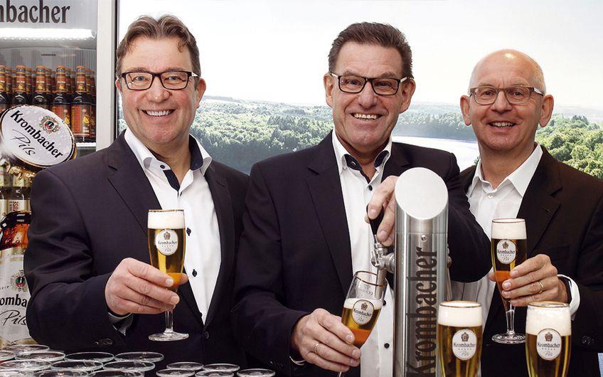 (v.l.n.r.): Stephan Maubach, Vertriebsdirektor Handel und Mitglied der Geschäftsleitung der Krombacher Brauerei, Helmut Schaller, Geschäftsführer Technik der Krombacher Brauerei und Uwe Riehs, Geschäftsführer Marketing der Krombacher Brauerei.