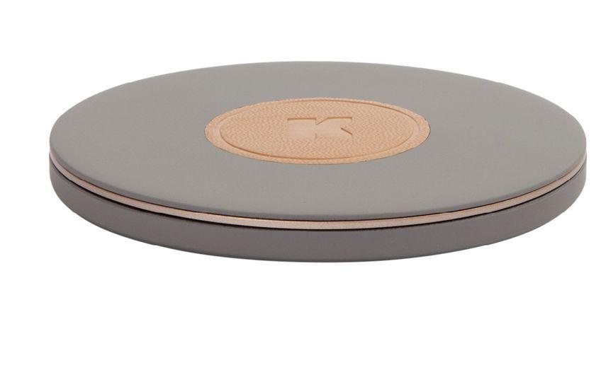 Wi-Charge wireless  Einfach auflegen und laden – die neue Generation der Ladegeräte kommt ohne Kabelsalat aus und hat ein unaufgeregt stylisches Design. UVP 39 Euro