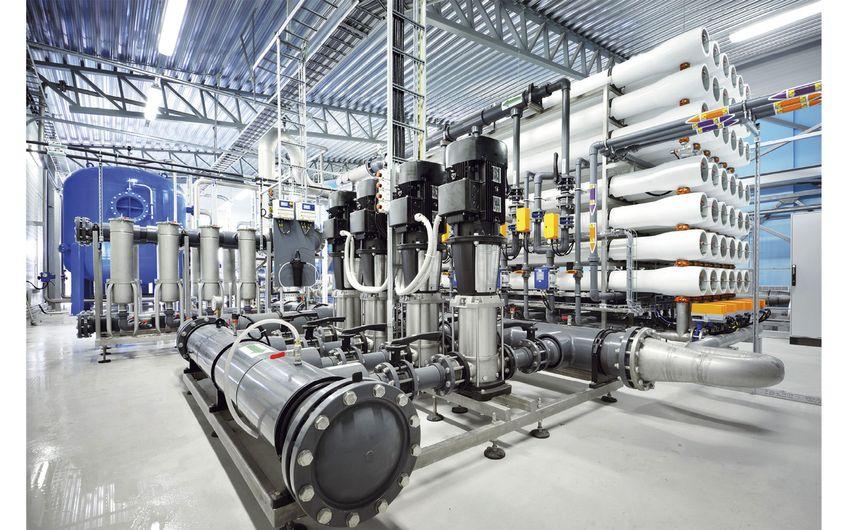 Pumpstation für die industrielle Stadt-wasseraufbereitung durch Umkehrosmose (Foto: ©Alex Stemmer - stock.adobe.com)