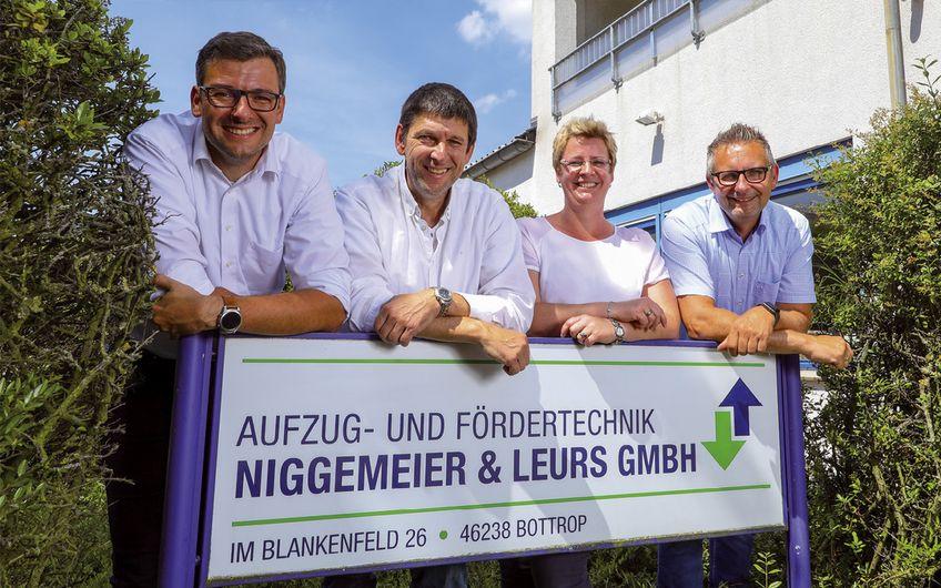 Geballte Führungskraft: Lutz Leurs (geschäftsführender Gesellschafter), Olaf Menzel (Leiter Service), Nicole Grösbrink (Leiterin Finanzen) und Sascha Weimann (Leiter Technik) (v.l.) (Foto: Jan Heinze)