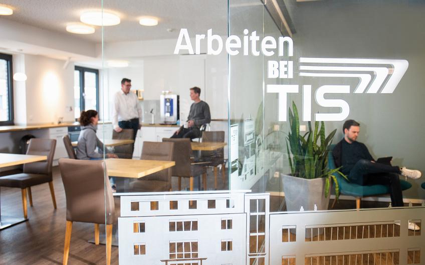 Rund ein Drittel des TIS-Teams kam von der Westfälischen Hochschule in das Familienunternehmen (© Roland Artur Berg)