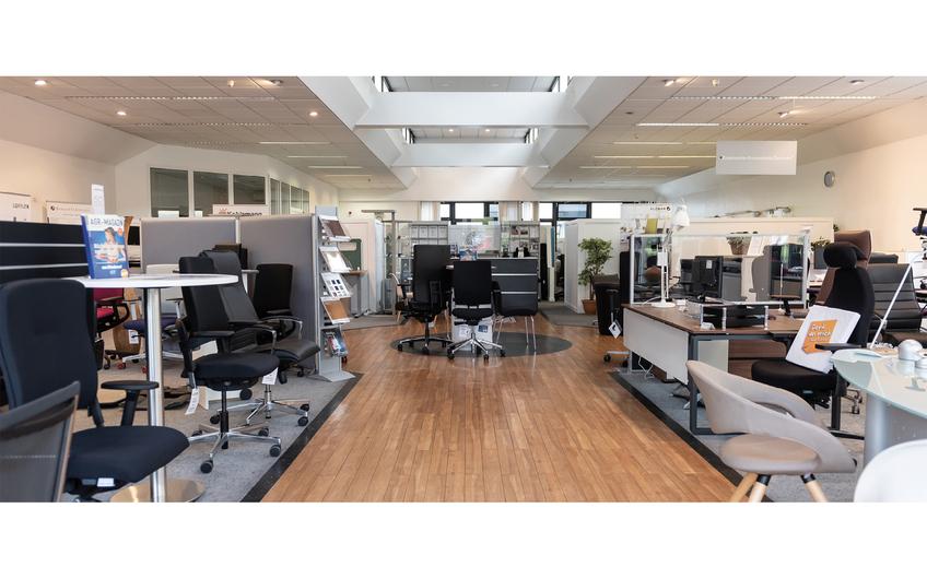 Im neu gestalteten Showroom präsentiert die Firma Kohlsmann neben einer Vielzahl ergonomischer Büromöbel attraktive Beispiele moderner Arbeitswelten