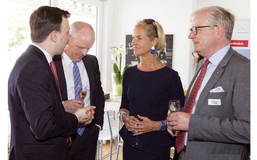 Paul Ziemiak (Generalsekretär der CDU Deutschland), Andreas Tenkamp  (Westfälische Provinzial AG), Rosalie von Landsberg-Velen (Turnierveranstalterin),  Hartumar Rustige (Westfälische Provinzial AG)  (v.l.) (Foto: Thomas Hellmann)