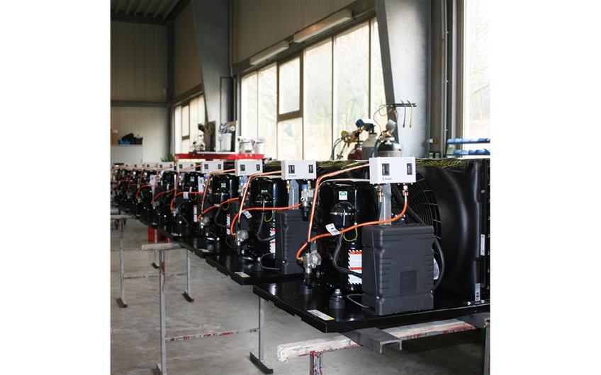 Produktion von Seriengeräten in der UNGERMANN Montagehalle