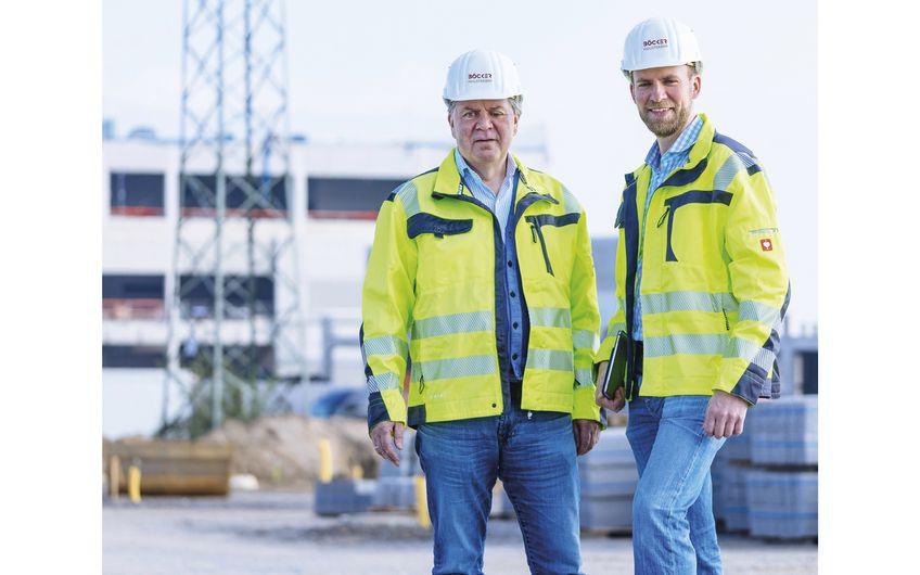 Geschäftsführer und Firmengründer Friedhelm Böcker mit Bauleiter (v.l.)