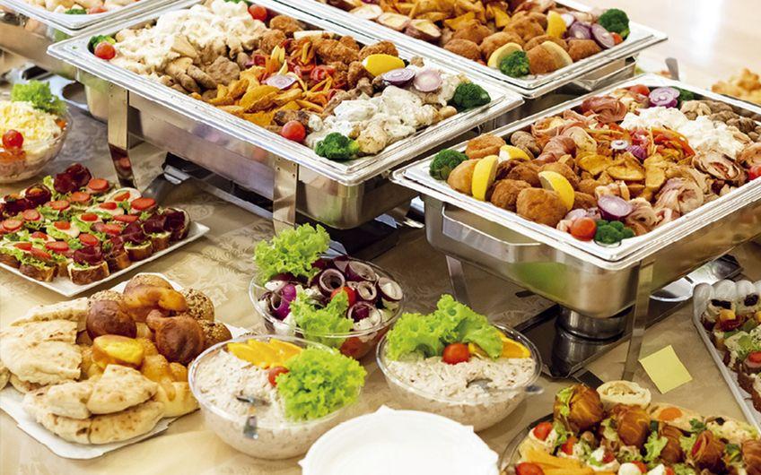 Cateringbranche: Mehr als Currywurst und kalte Platten