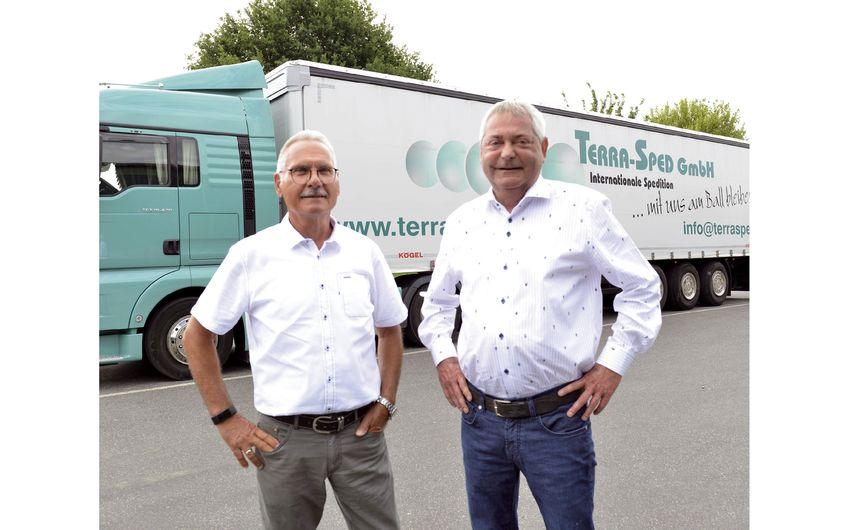 TERRA-SPED-Chef Bernd Schmidt (rechts)  und Verkaufsleiter Uwe Oberwelland