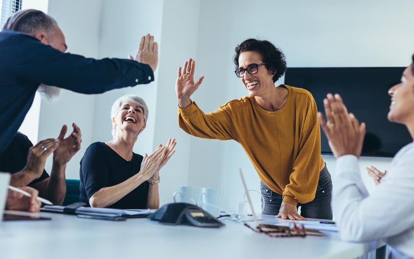 Das Erleben von Bedeutsamkeit, Kompetenz, Selbstbestimmung und Einfluss ist ein Zielbild vieler New-Work-Maßnahmen (© Jacob Lund – stock.adobe.com)