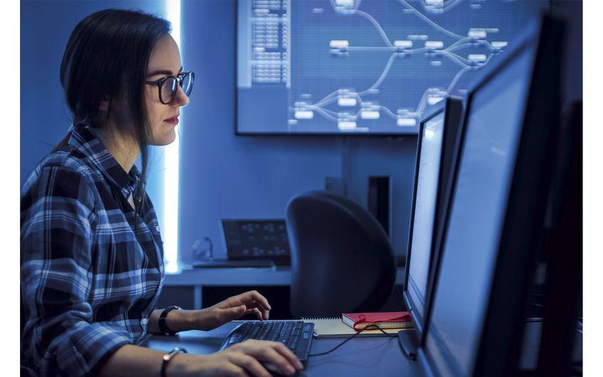 IT-Dienstleister können Kundensysteme auch per Fernwartung betreuen  (Foto: ©Gorodenkoff– stock.adobe.com)