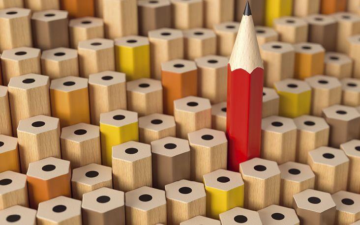 Aus der Menge hervorstechen: Wer sich in die neuen Marktbedingungen, innovative Produkte und Rechtsvorgaben einarbeitet, kann den Wissensvorsprung für die Versicherungsvermittlung nutzen (Foto: © fotomek – stock.adobe.com)