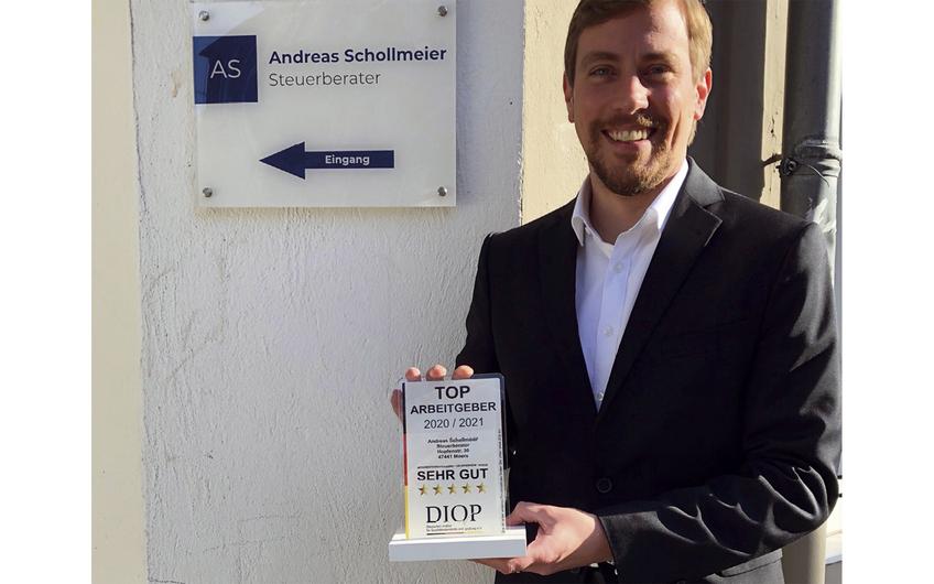 Steuerberater Andreas Schollmeier freut sich über die Prämierung
