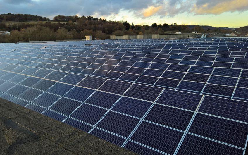 1,5 MW Dachflächenanlage auf einem Industriegebäude