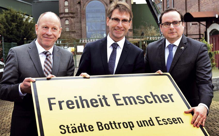 Bernd Tischler, Oberbürgermeister der Stadt Bottrop, Markus Masuth, Vorsitzender der Geschäftsführung der RAG Montan Immobilien, und Thomas Kufen, Oberbürgermeister der Stadt Essen (v.l.n.r.), haben das gemeinsame Ziel, mitten im Ruhrgebiet eine neue Stadtlandschaft und zu entwickeln