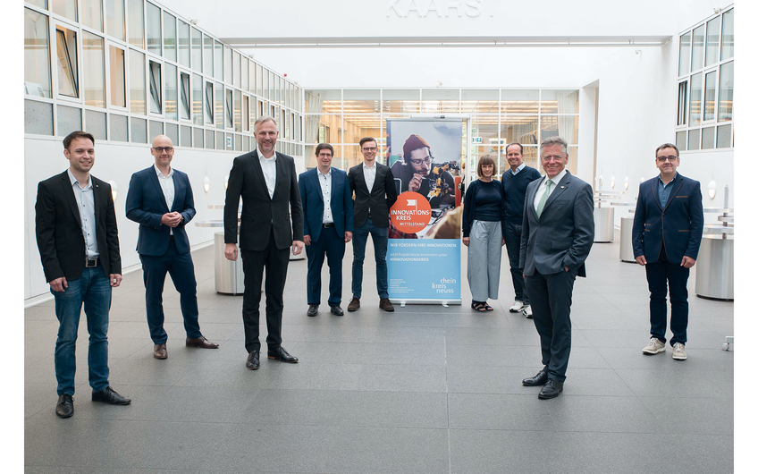 Lars Kretschmer (Terlatec engineering), Swen Göllner (bimanu Cloud Solutions), Kreisdirektor Dirk Brügge, Ralf Bönning und Gavin Garske (humbee solutions), Carola Petri und Prof. Dr. Günter Huhle (COREVAS), Landrat Hans-Jürgen Petrauschke und Patric Sommerhoff (Sommerhoff) (v.l.)