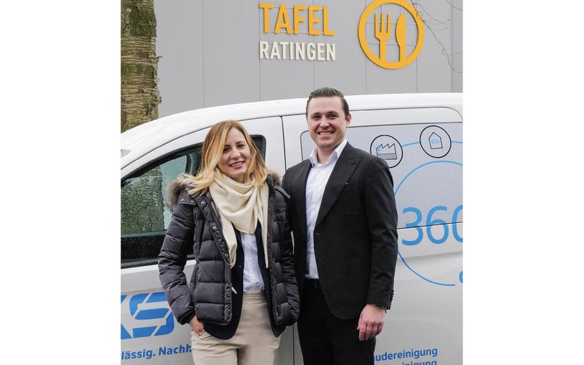 KKS-Geschäftsführer Adam Stritzek mit Marzena Serafin, Service Leiterin
