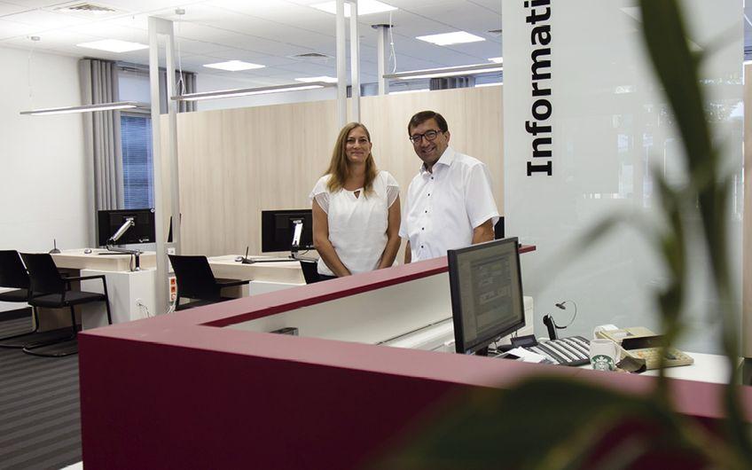 Neues Kundenbüro Stadtwerke Lippstadt (links: M. Ries/Vertriebsleitung; rechts: S. Müller/Geschäftsführer)