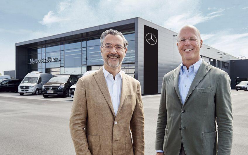 Die Geschäftsführer der Herbrand Gruppe Richard Lacek-Herbrand und Sven Holtermann (v.l.), freuen sich über den geglückten Betriebsstart