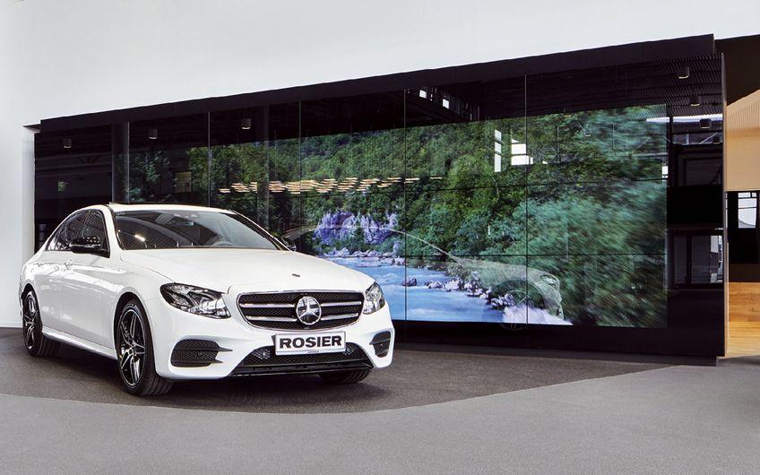 Die Marke Mercedes-Benz virtuell erleben: Großbildflächen machen es möglich