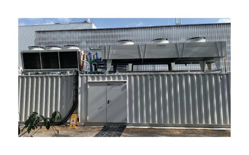 Aus eigenem Hause entwickelte und hergestellte Industriekühlmaschine für die Kunststoffindustrie mit einer Kühlleistung von 600kW