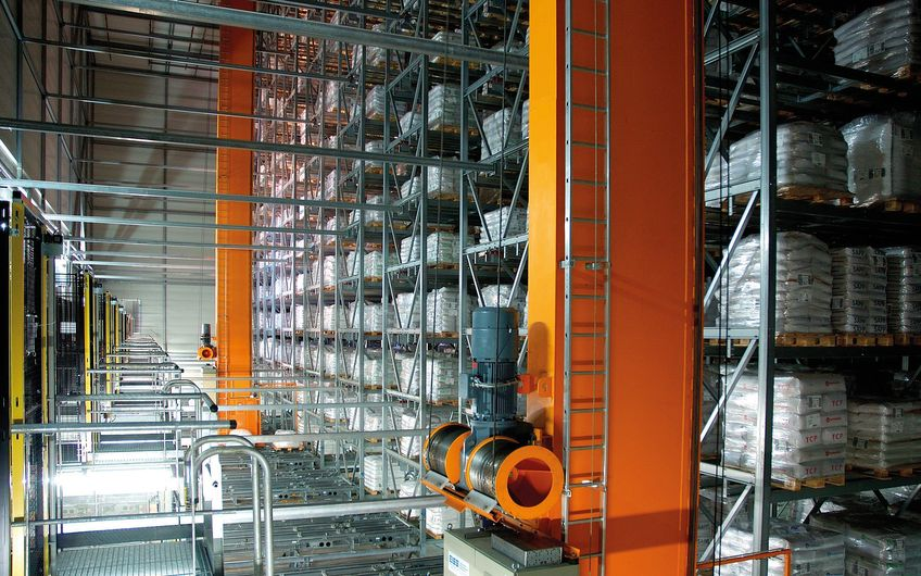 Automatisiertes Hochregallager  im produzierenden Gewerbe (Foto: Emrich Welsing)
