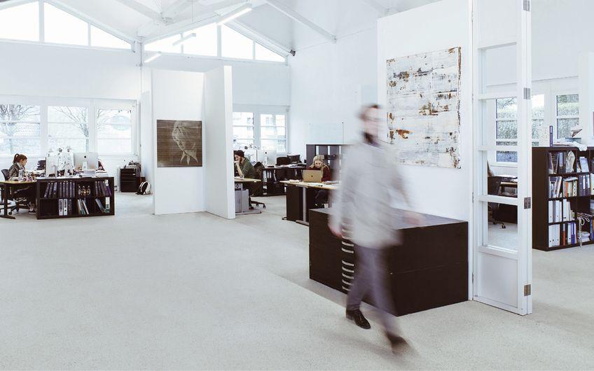 Viel Platz für kreative Köpfe: das Atelier in einer ehemaligen Tischlerei