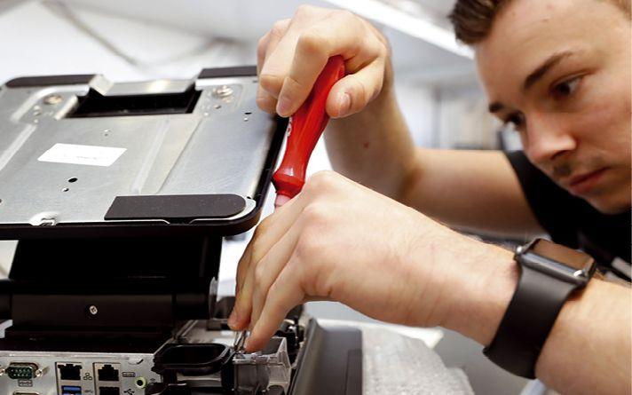 Die IT-Spezialisten kümmern sich um die Hardware der Kunden