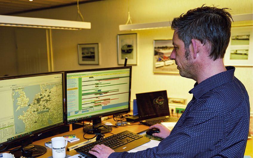 Stefan Böckenholt bei  der Dispo-Planung