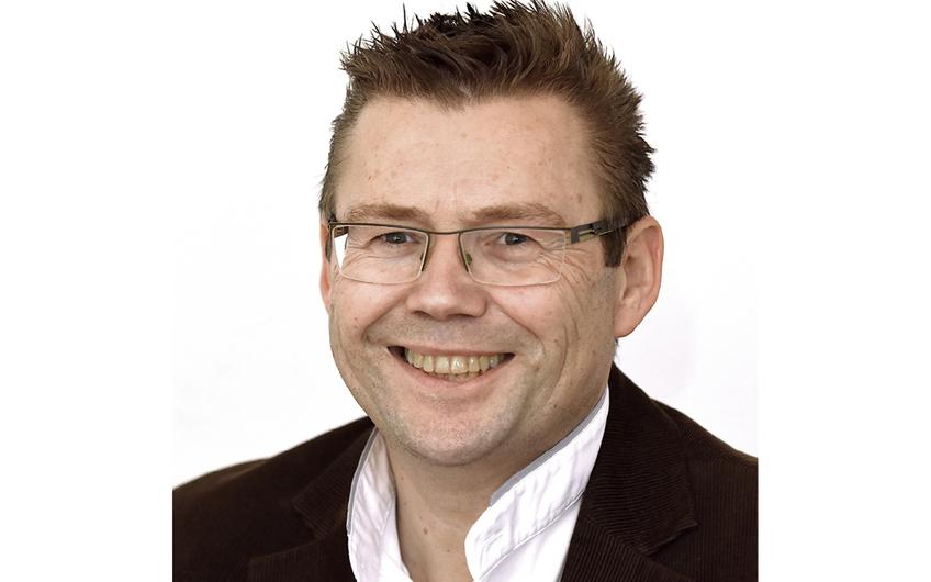 Prokurist Peter Greven hat seinen Arbeitsplatzin der Neusser Niederlassung